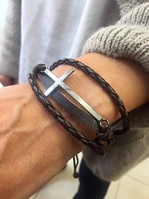 Кожена гривна с кръст - кафява [Подаръци/Сувенири]