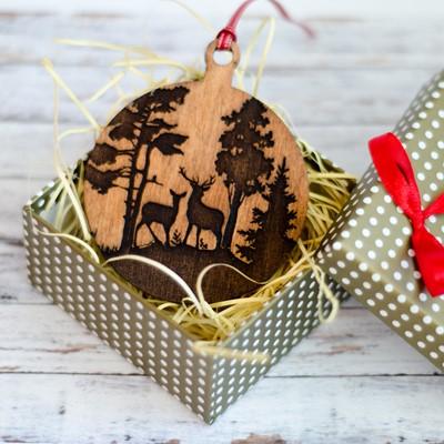 Дървена играчка за елха с гравирани еленчета