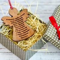Дървена играчка за елха във формата на ангел и с гравиран библейски стих - Лука 2:13-14