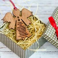 Дървена играчка за елха във формата на ангел и с гравиран библейски стих - Лука 2:14